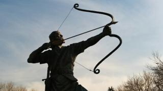 弓を射る人