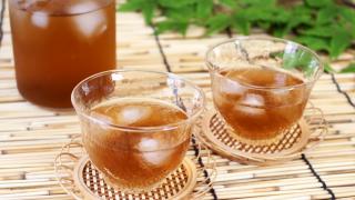 麦茶ふたつのグラス