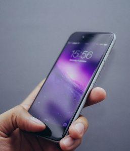 iphoneに触れる